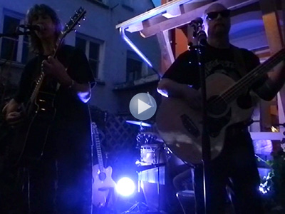 Live Café Omnibus 27.8.15: Moonlight Drive / Five To One